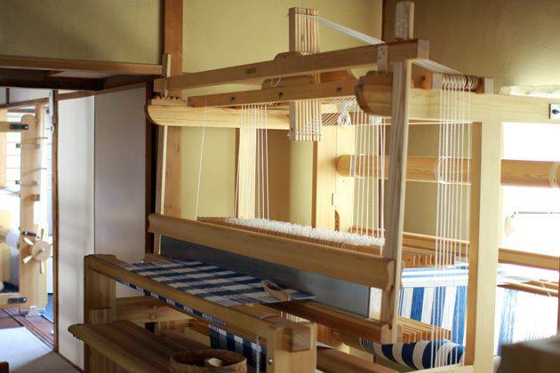 テーブルクロスをセットした織機