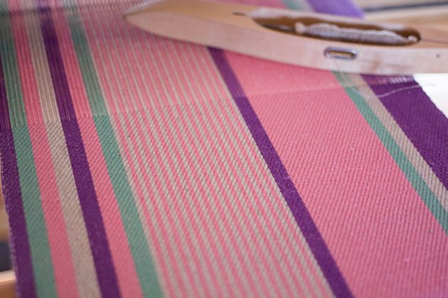 綾織りのテーブルランナー