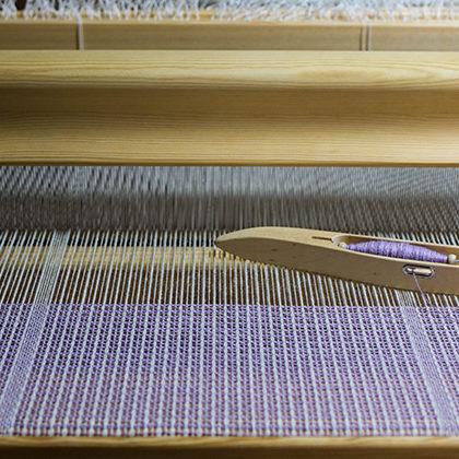 ミッグシェルのストールを織る様子